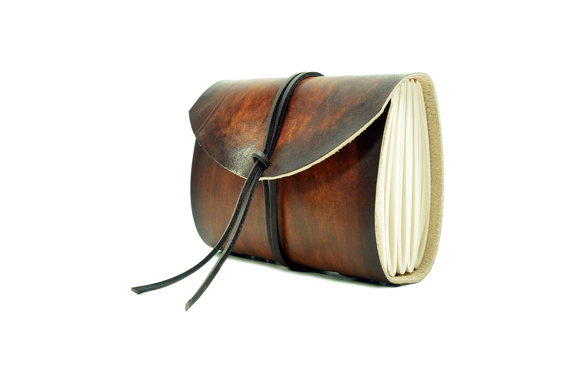 Exotisches Lederbuch